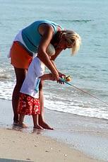 kid fishing at-the-beach-1543921